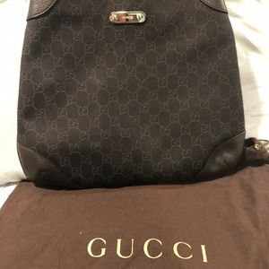 Gucci Logo shoulder bag